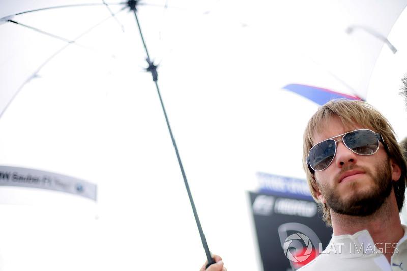 В чемпионате гонялась BMW-Sauber, которая была еще далека от решения уйти из Ф1. Одним из ее пилотов был вечно невезучий и вечно бородатый Ник Хайдфельд