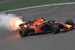 Daniel Ricciardo, Red Bull Racing RB14 with engine smoke and flames in FP3