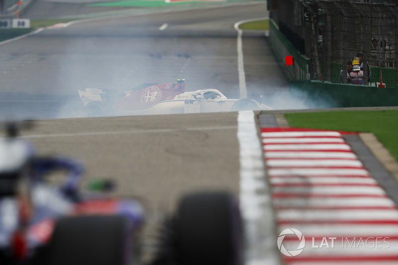 Charles Leclerc, Sauber C37 Ferrari, melintir