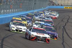 Matt Kenseth, Joe Gibbs Racing Toyota, Denny Hamlin, Joe Gibbs Racing Toyota, Chase Elliott, Hendrick Motorsports Chevrolet