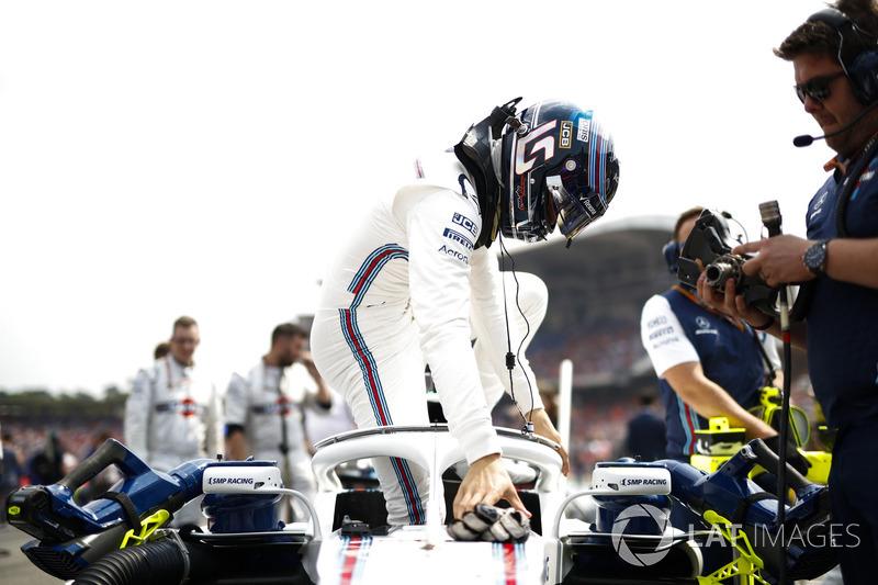Двойной сход с дистанции стал для команды Williams первым с Гран При США-2015. Сергей Сироткин по-прежнему остается единственным гонщиком, который еще не набрал ни одного очка в этом сезоне