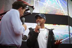 Lewis Hamilton, Mercedes AMG F1, sur scène