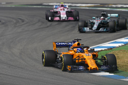 Fernando Alonso, McLaren MCL33, leads Lewis Hamilton, Mercedes AMG F1 W09, and Esteban Ocon, Force India VJM11