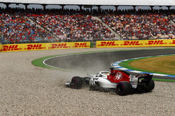 Marcus Ericsson, Sauber C37, spins into a gravel trap in qualifying