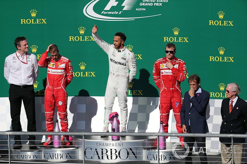 Подиум: победитель Льюис Хэмилтон, Mercedes AMG F1, второе место – Себастьян Феттель, технический директор Mercedes AMG F1 Джеймс Эллисон, третье место – Кими Райкконен, Ferrari
