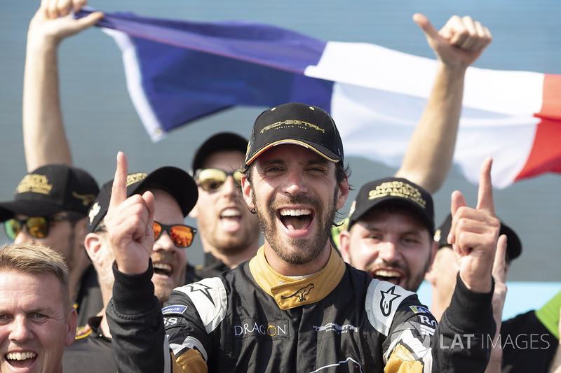 Jean-Eric Vergne, Techeetah, merayakan kemenangan di podium