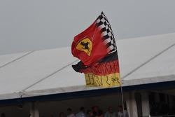 Un drapeau Ferrari