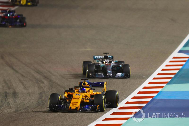 Fernando Alonso, McLaren MCL33 Renault, Lewis Hamilton, Mercedes AMG F1 W09