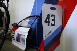 Box: #43 BMW Team Schnitzer BMW M6 GT3: Augusto Farfus, Chaz Mostert, Marco Wittmann