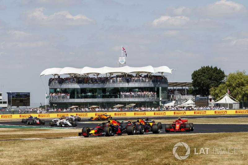 Max Verstappen, Red Bull Racing RB14, leads Daniel Ricciardo, Red Bull Racing RB14, and Kimi Raikkonen, Ferrari SF71H