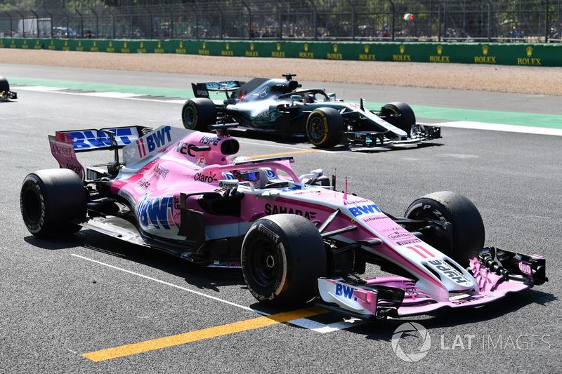 Sergio Pérez, Force India VJM11 practica una salida de la parrilla