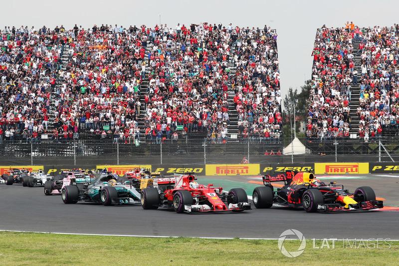 Start: Max Verstappen, Red Bull Racing RB13 leads Sebastian Vettel, Ferrari SF70H