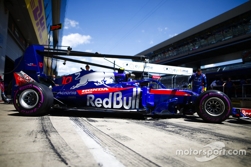 Pierre Gasly, Toro Rosso STR13, en route vers la grille