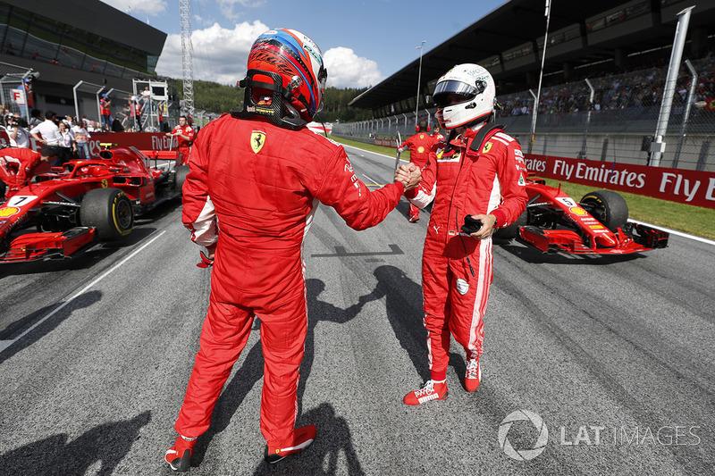 Il secondo classificato Kimi Raikkonen, Ferrari, il terzo classificato Sebastian Vettel, Ferrari