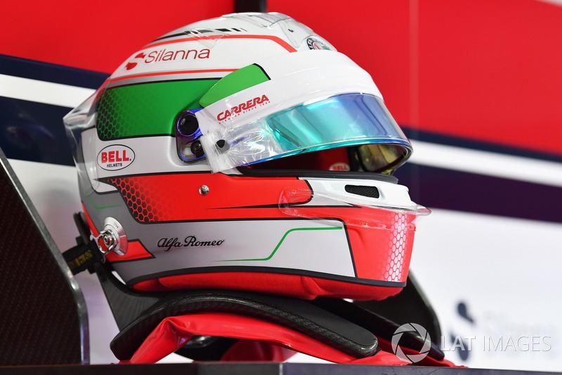 Шлем пилота Alfa Romeo Sauber Антонио Джовинацци