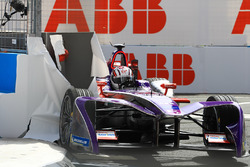 Alex Lynn, DS Virgin Racing, sbatte contro una barriera nelle Libere 2