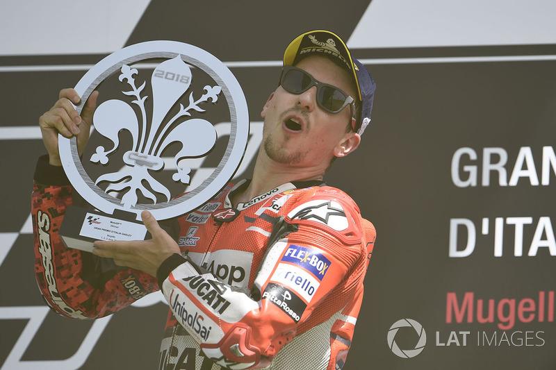 Podio: ganador de la carrera Jorge Lorenzo, equipo de Ducati