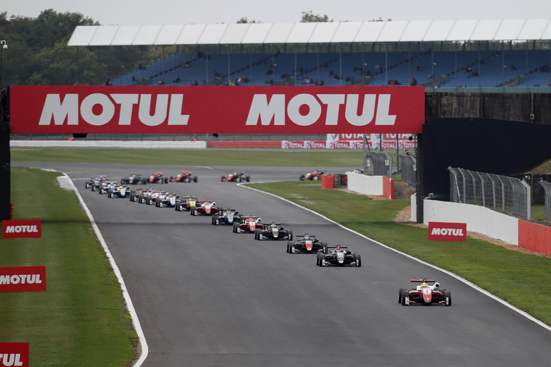 Arrancada Mick Schumacher, PREMA Theodore Racing Dallara F317 - Mercedes-Benz líder