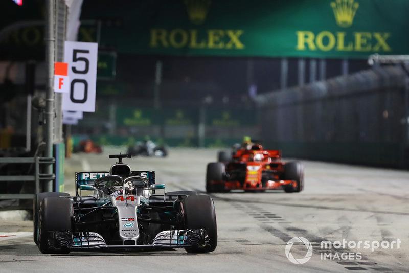 Lewis Hamilton, Mercedes-AMG F1 W09 y Sebastian Vettel, Ferrari SF71H