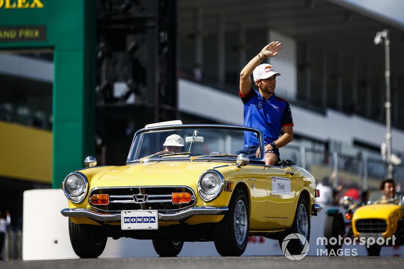 Pierre Gasly, Scuderia Toro Rosso, lors de la parade des pilotes