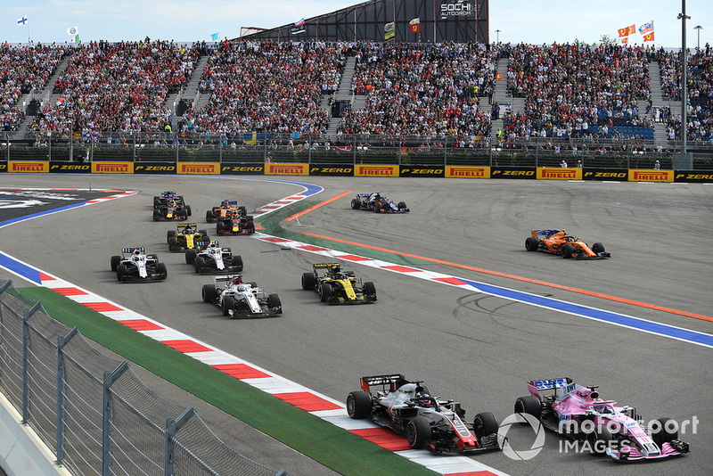 Sergio Perez, Racing Point Force India VJM11, Romain Grosjean, Haas F1 Team VF-18 and Marcus Ericsson, Sauber C37