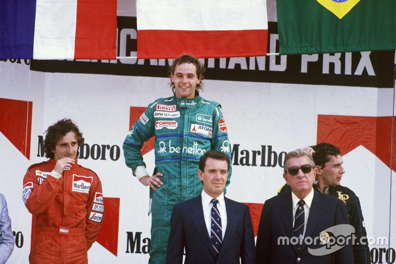 Podium : le vainqueur Gerhard Berger, Benetton; le second Alain Prost, McLaren; et le troisième Ayrton Senna, Lotus