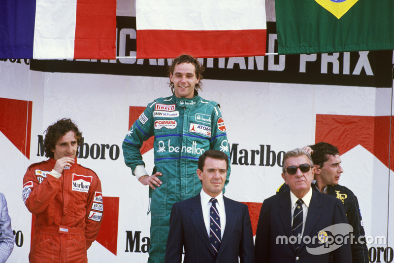 Podium: Race winner Gerhard Berger, Benetton; second place Alain Prost, McLaren; third place Ayrton Senna, Lotus