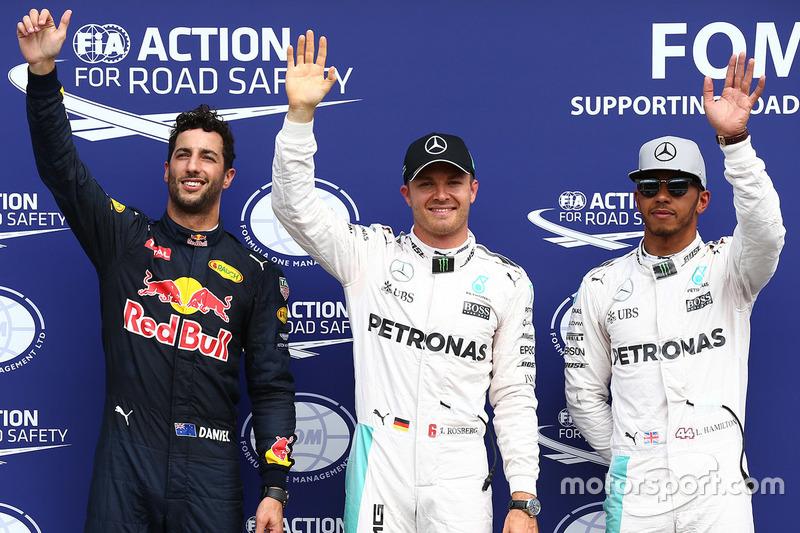 Polesitter Nico Rosberg, Mercedes AMG F1, second place Lewis Hamilton, Mercedes AMG F1, third place Daniel Ricciardo, Red Bull Racing