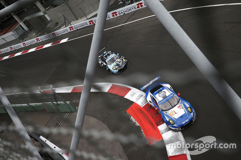#78 KCMG Porsche 911 RSR: Christian Ried, Wolf Henzler, Joël Camathias, #77 Dempsey Proton Competition Porsche 911 RSR: Richard Lietz, Michael Christensen