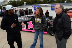 Dylan Smith, Claire Decker mit Brett Bodine