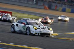 #92 Porsche Motorsport Porsche 911 RSR: Earl Bamber, Frédéric Makowiecki, Jörg Bergmeister