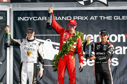 Podium: winner Scott Dixon, Chip Ganassi Racing Chevrolet, second place Josef Newgarden, Ed Carpente