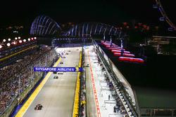 Даниэль Риккардо, Red Bull Racing RB13, и Валттери Боттас, Mercedes AMG F1 W08