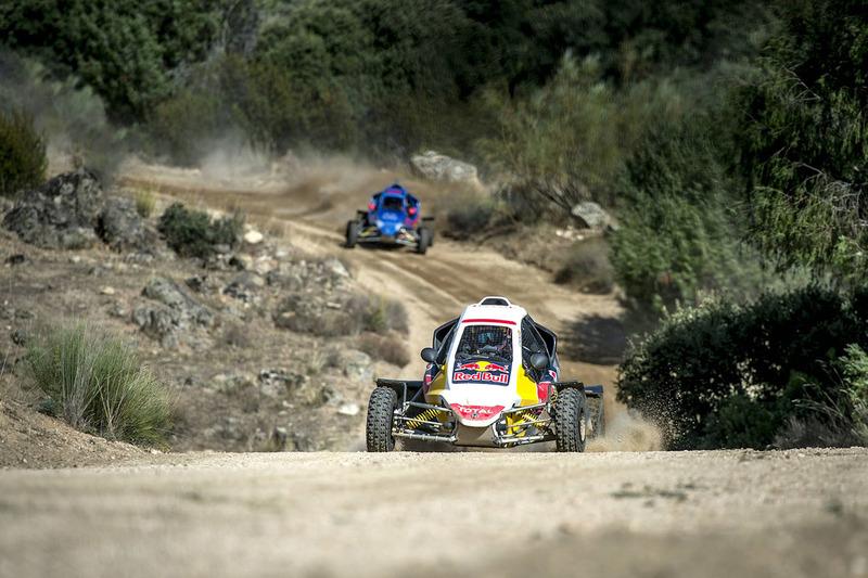Carlos Sainz and Carlos Sainz Jr. se enfrentan en el circuito de rally de Cebreros
