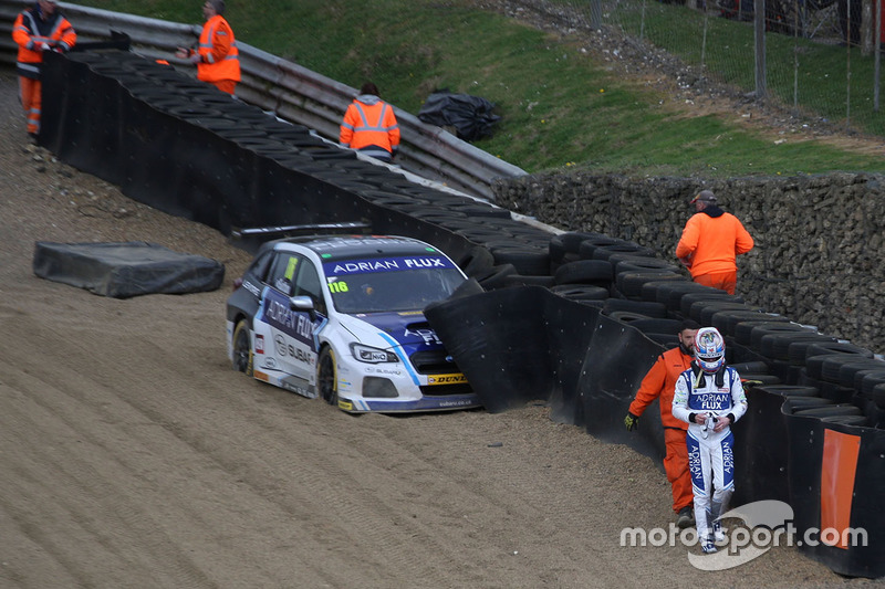 Crash: Ashley Sutton, Team BMR, Subaru Levorg