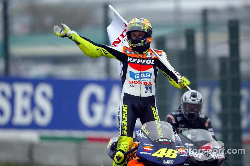 Valentino Rossi, Repsol Honda Team, fête sa victoire