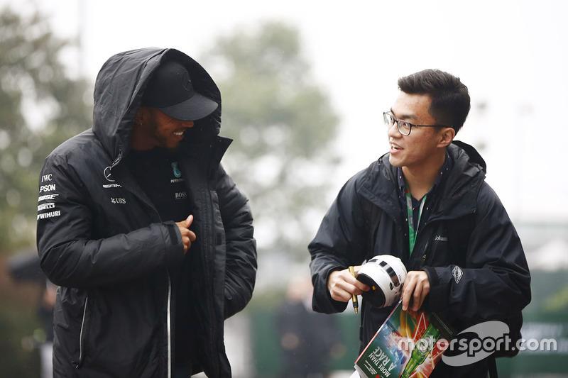 Lewis Hamilton, Mercedes AMG, speaks to a fan