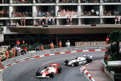 John Watson, McLaren MP4/1B-Ford Cosworth leads Derek Daly,  Williams FW08 Ford