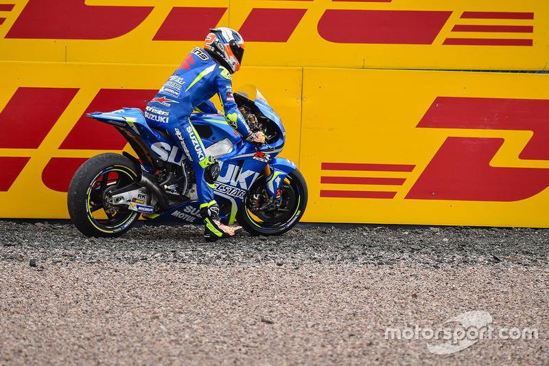 Алекс Рінс, Team Suzuki MotoGP, у зоні вильоту