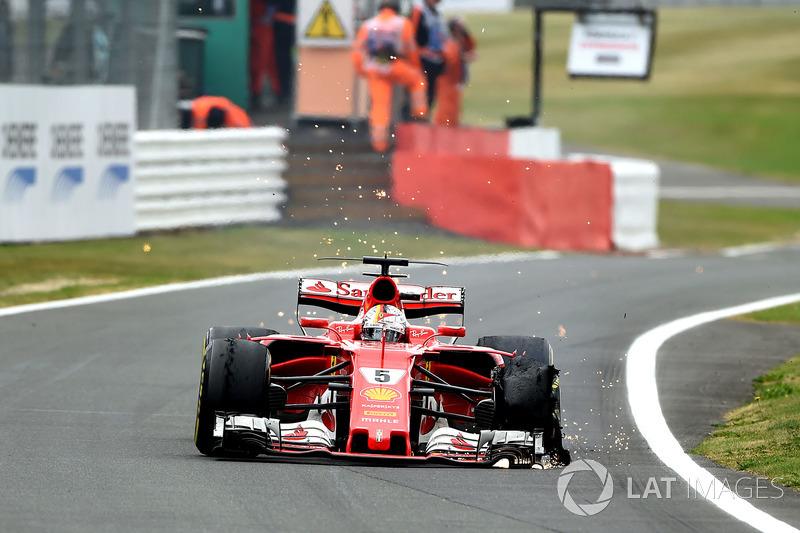 Sebastian Vettel'in puan farkı gibi adeta yok olan sol ön lastiği