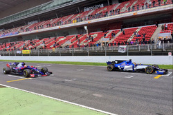 Übungsstart: Carlos Sainz Jr., Scuderia Toro Rosso STR12; Pascal Wehrlein, Sauber C36