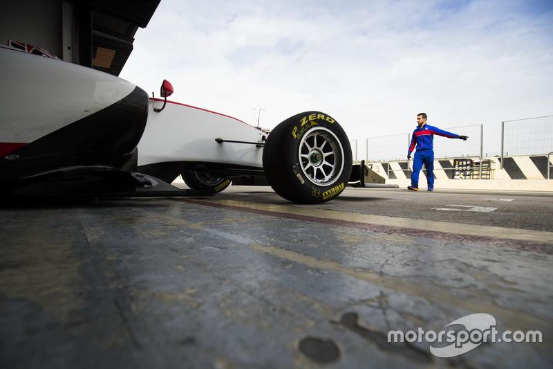 Kevin Jörg, Trident pulls out the garage