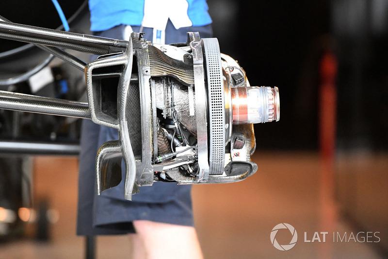 Renault RS17: Vorderradbremse