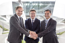 Oliver Blume, CEO Porsche, Alejandro Agag CEO Formula E e Michael Steiner, Porsche