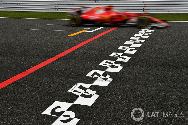 Sebastian Vettel, Ferrari SF70H and start and finish stripe