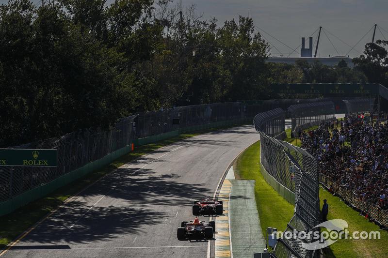 Sebastian Vettel, Ferrari SF70H y Max Verstappen, Red Bull Racing RB13