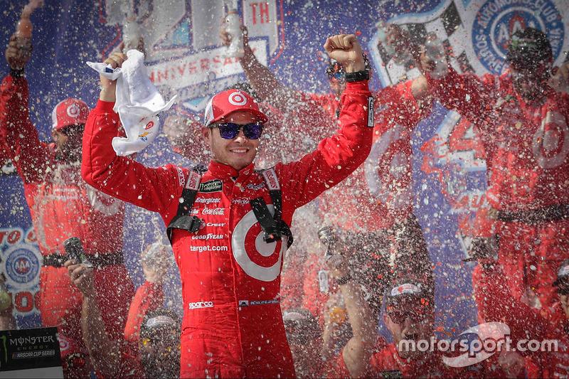 Kyle Larson, Chip Ganassi Racing Chevrolet, celebra