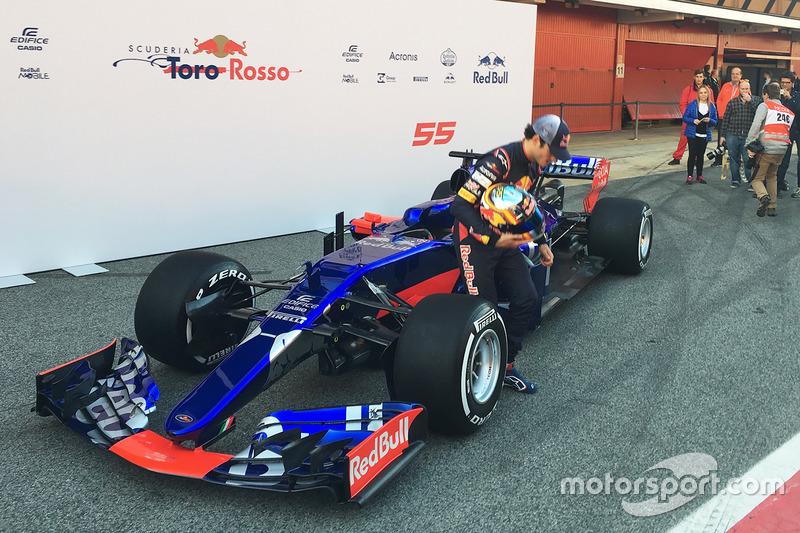 De wagen werd in de pits in Barcelona onthuld