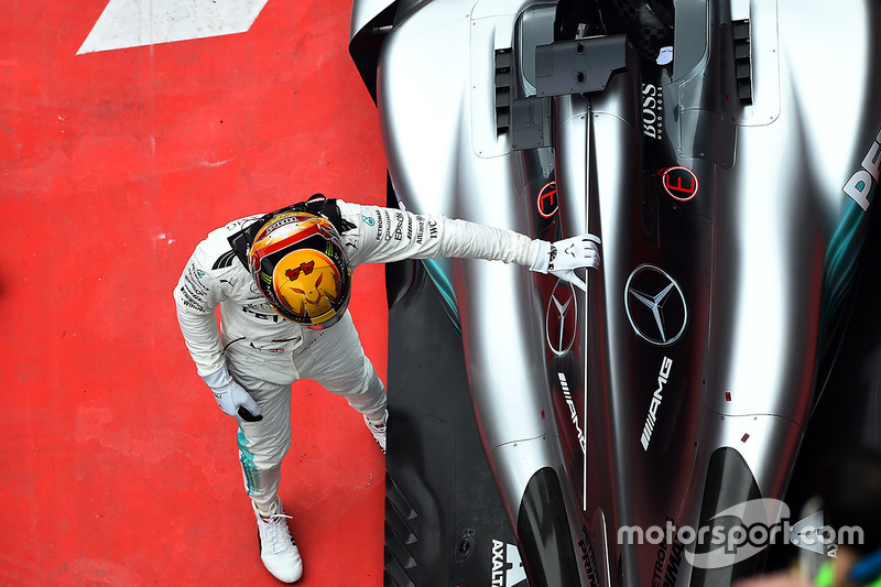 Race winner Lewis Hamilton, Mercedes-Benz F1 W08 Hybrid celebrates in parc ferme