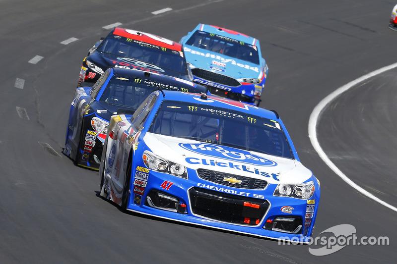 A.J. Allmendinger, JTG Daugherty Racing, Chevrolet; Kasey Kahne, Hendrick Motorsports, Chevrolet